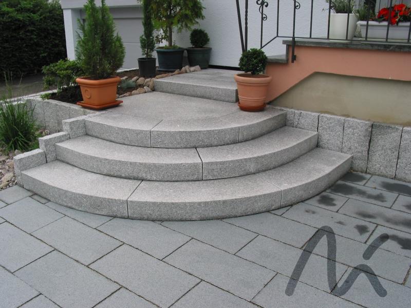 Granit_Blockstufe_grau 1.JPG