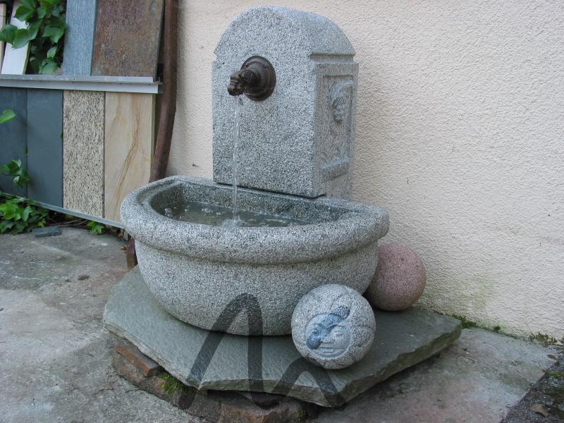 Granit_Brunnen_grau 3.jpg