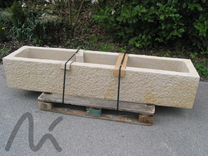 Sandstein-Trog_graugelb.JPG