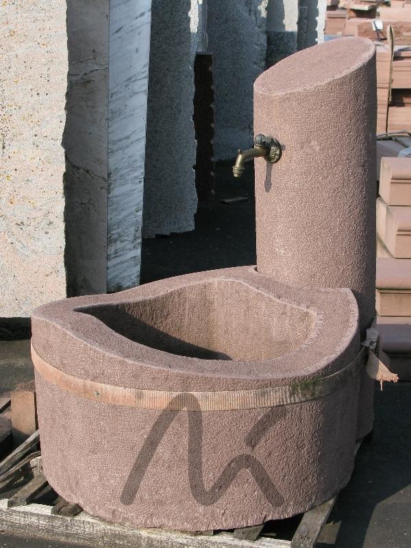 Sandstein_Brunnen_rot_1.JPG